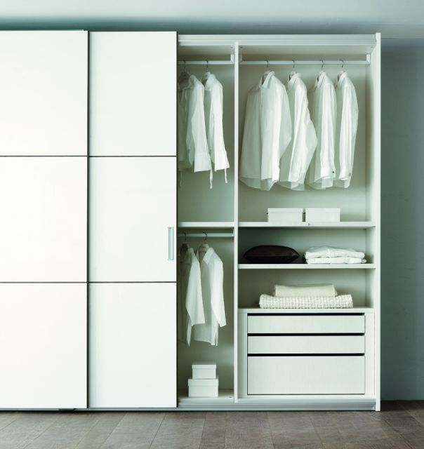 Wardrobes with big sliding doors : OLIVIERI Praha